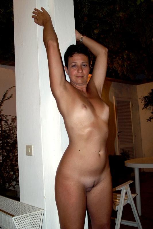 Femme mariée veut découvrir le sexe anal dans le 56