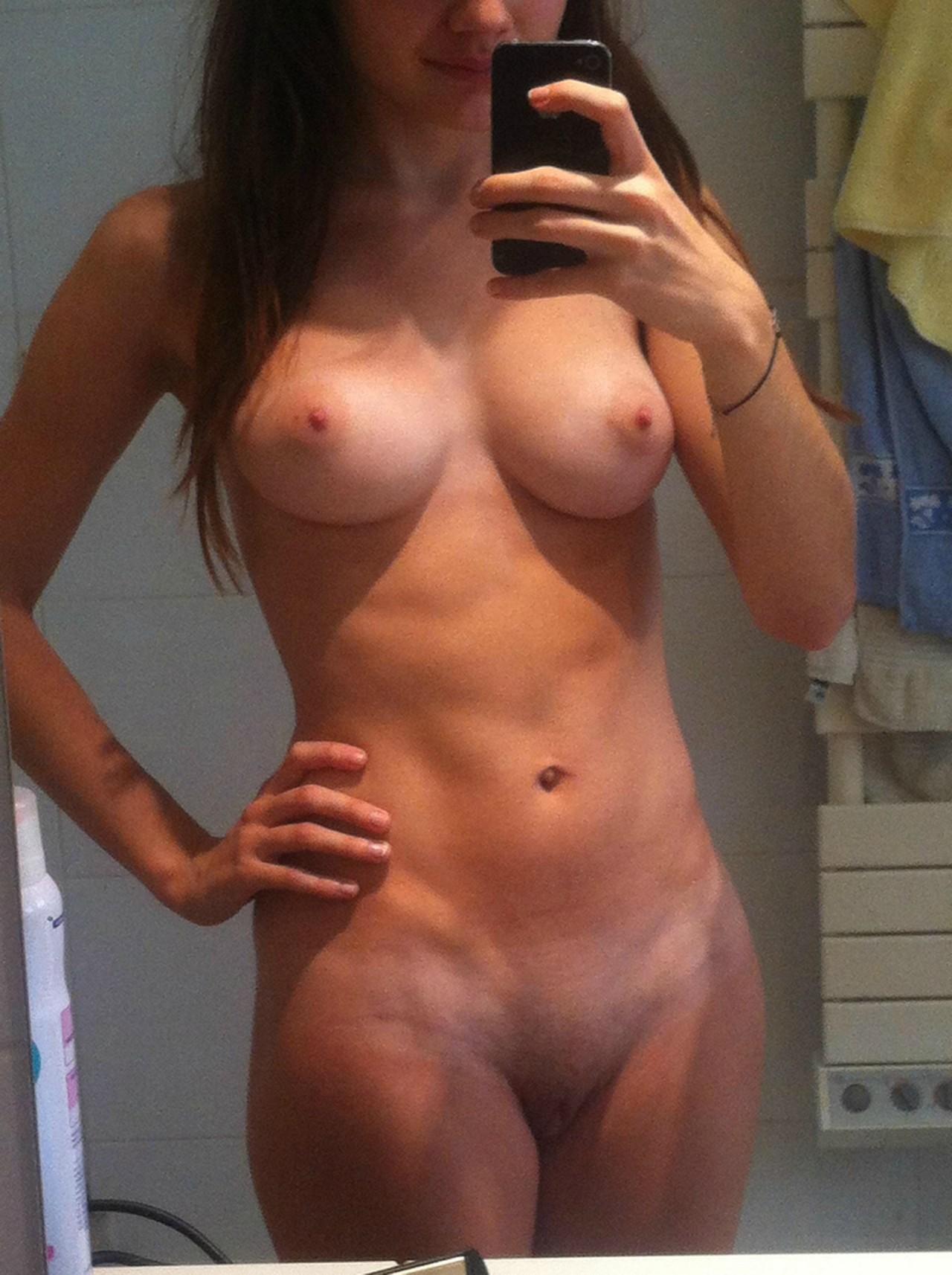 Jeune épouse infidèle du 42 pour sexe anal