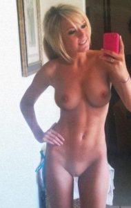 Jeune épouse infidèle du 30 pour sexe anal